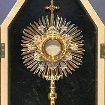 Graphic of a Monstrance
